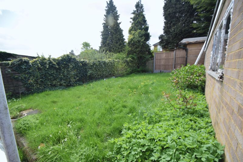 3 bedroom Semi-Detached  to rent in Beaconsfield, Luton - Photo 1