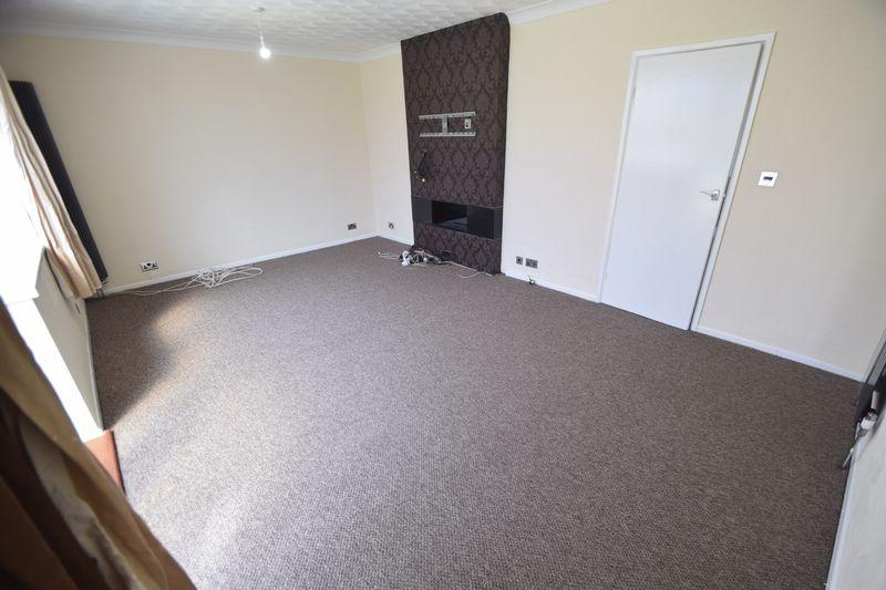 3 bedroom Semi-Detached  to rent in Beaconsfield, Luton - Photo 3
