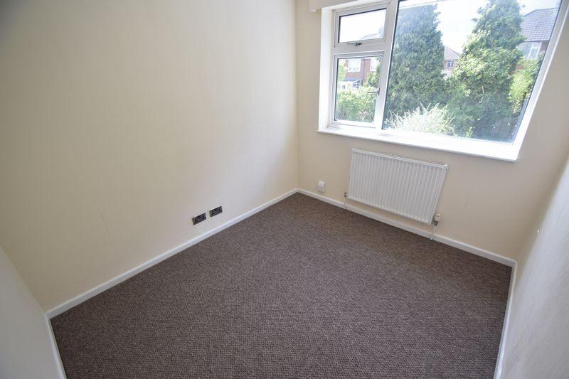 3 bedroom Semi-Detached  to rent in Beaconsfield, Luton - Photo 4