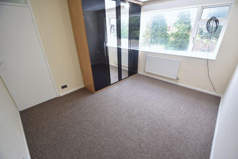 3 bedroom Semi-Detached  to rent in Beaconsfield, Luton - Photo 5