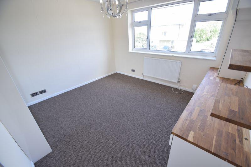 3 bedroom Semi-Detached  to rent in Beaconsfield, Luton - Photo 6
