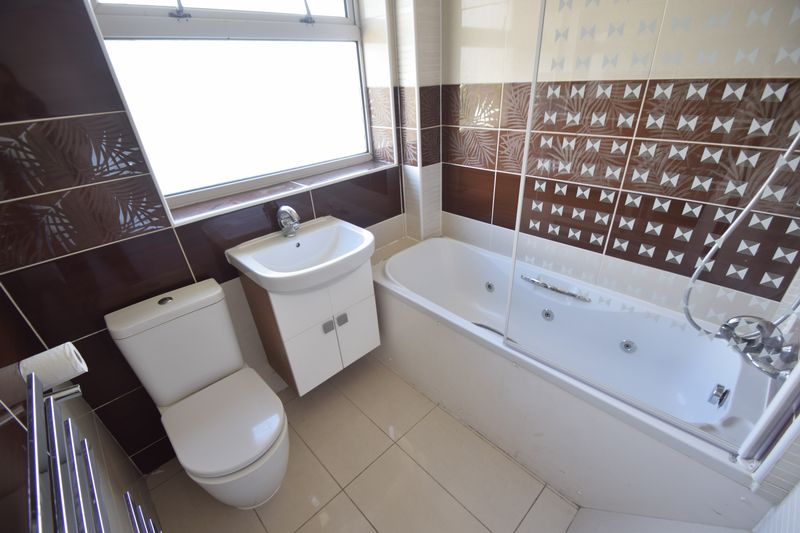3 bedroom Semi-Detached  to rent in Beaconsfield, Luton - Photo 8
