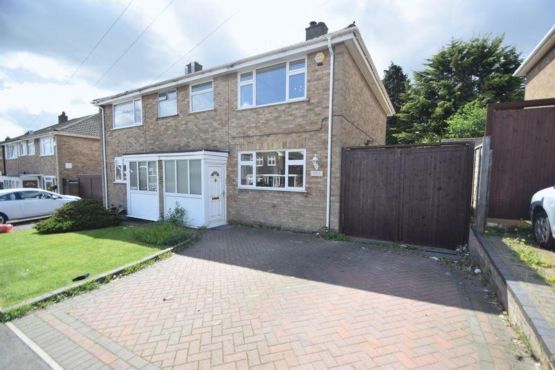 3 bedroom Semi-Detached  to rent in Beaconsfield, Luton - Photo 9