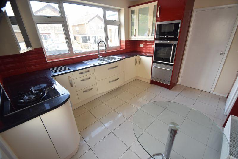 3 bedroom Semi-Detached  to rent in Beaconsfield, Luton - Photo 12