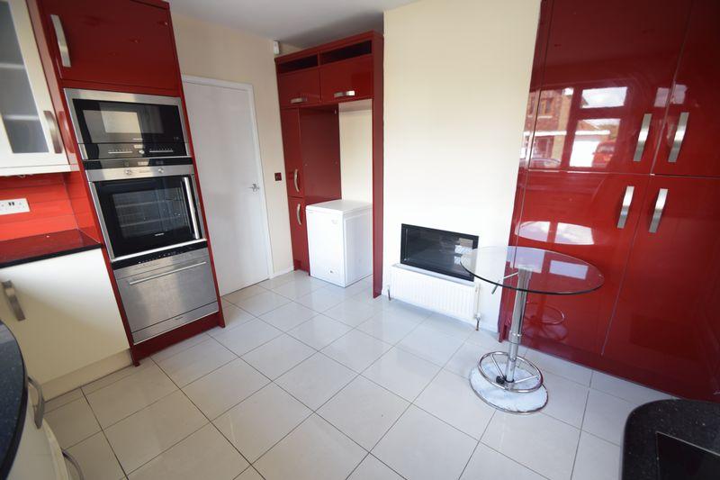 3 bedroom Semi-Detached  to rent in Beaconsfield, Luton - Photo 13
