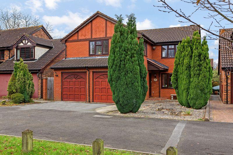 5 bedroom  to buy in Copthorne, Luton