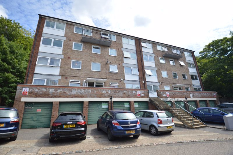 2 bedroom Flat to buy in Moulton Rise, Luton