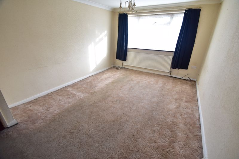 3 bedroom Bungalow to buy in Macaulay Road, Luton - Photo 2
