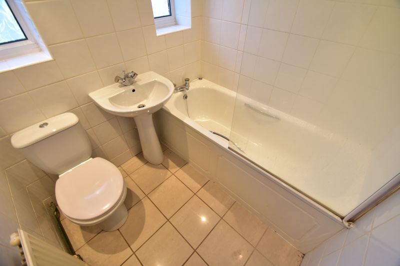 3 bedroom Bungalow to buy in Macaulay Road, Luton - Photo 8