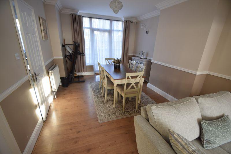 3 bedroom Semi-Detached  to buy in Wardown Crescent, Luton - Photo 4