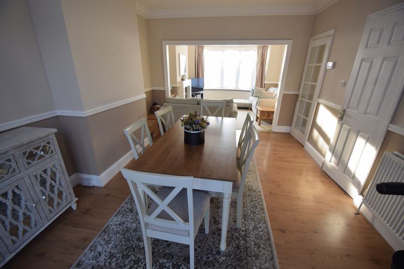 3 bedroom Semi-Detached  to buy in Wardown Crescent, Luton - Photo 5