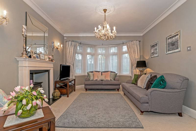 5 bedroom Detached  to buy in Old Bedford Road, Luton - Photo 10
