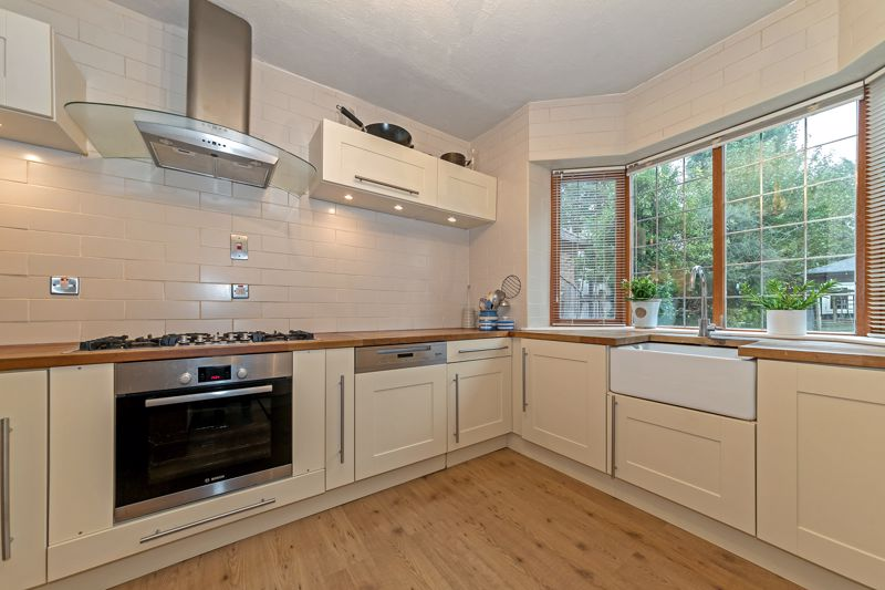 5 bedroom Detached  to buy in Old Bedford Road, Luton - Photo 15