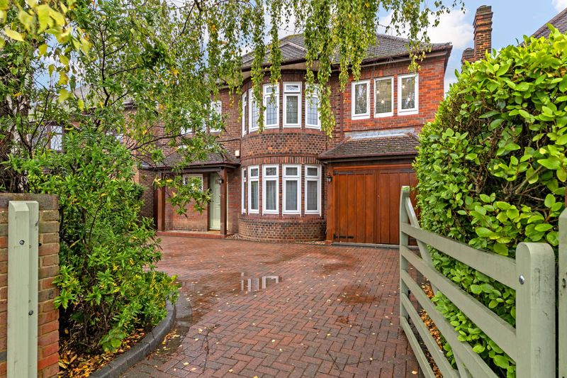 5 bedroom Detached  to buy in Old Bedford Road, Luton - Photo 17