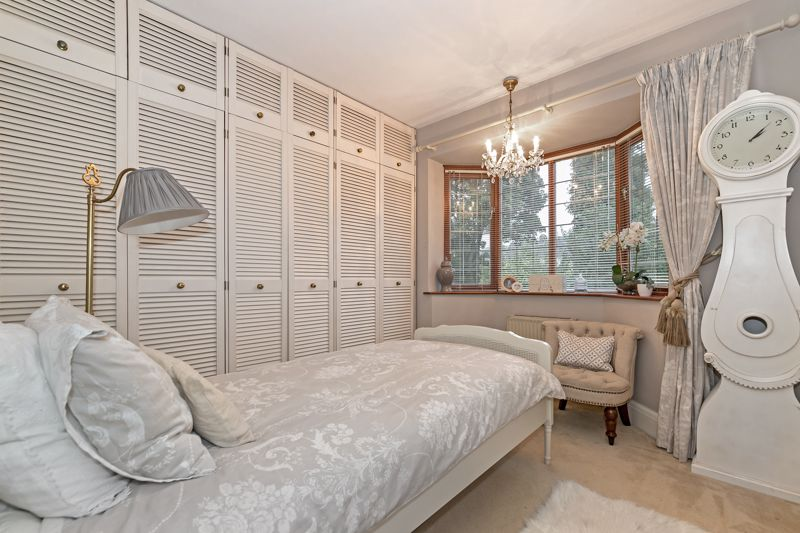 5 bedroom Detached  to buy in Old Bedford Road, Luton - Photo 5