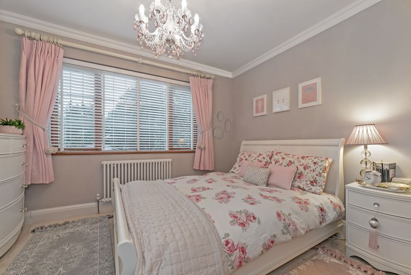 5 bedroom Detached  to buy in Old Bedford Road, Luton - Photo 6