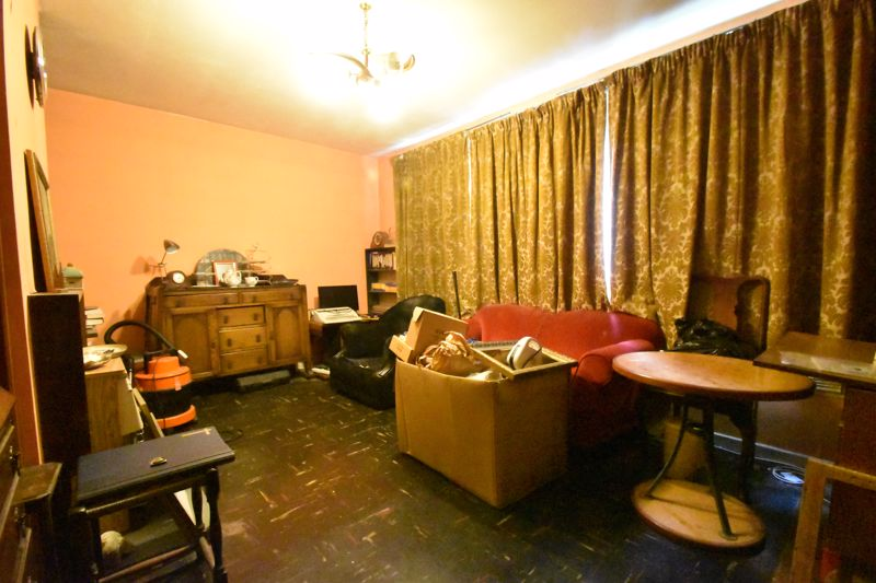2 bedroom Flat to buy in Lawn Gardens, Luton - Photo 2