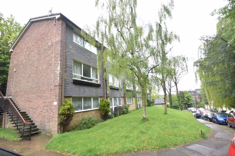 2 bedroom Flat to buy in Lawn Gardens, Luton - Photo 8