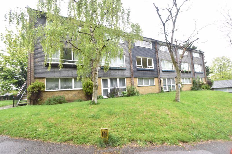 2 bedroom Flat to buy in Lawn Gardens, Luton