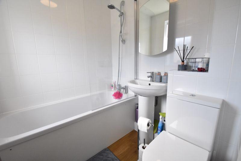 1 bedroom Mid Terrace to buy in Lucas Gardens, Luton - Photo 2