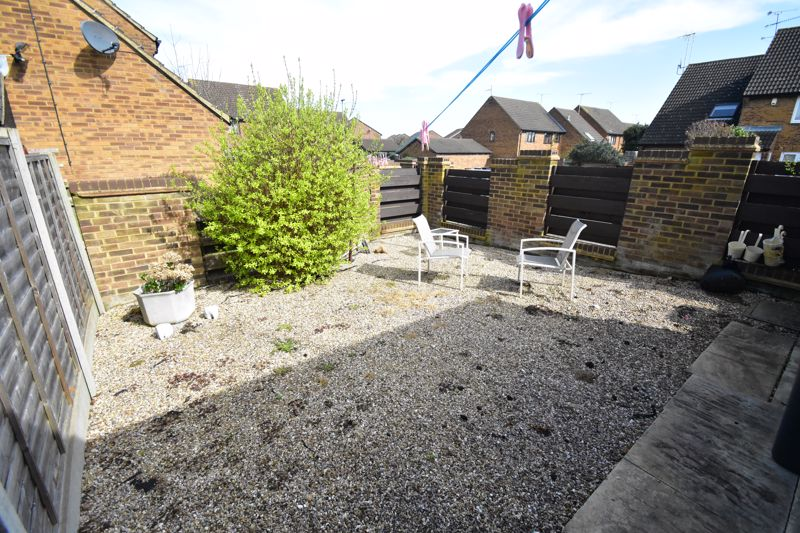 1 bedroom Mid Terrace to buy in Lucas Gardens, Luton - Photo 3
