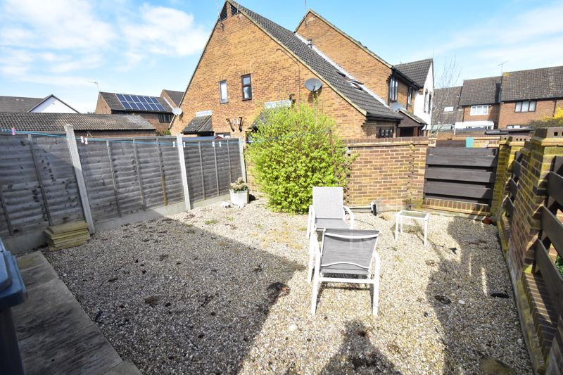 1 bedroom Mid Terrace to buy in Lucas Gardens, Luton - Photo 4