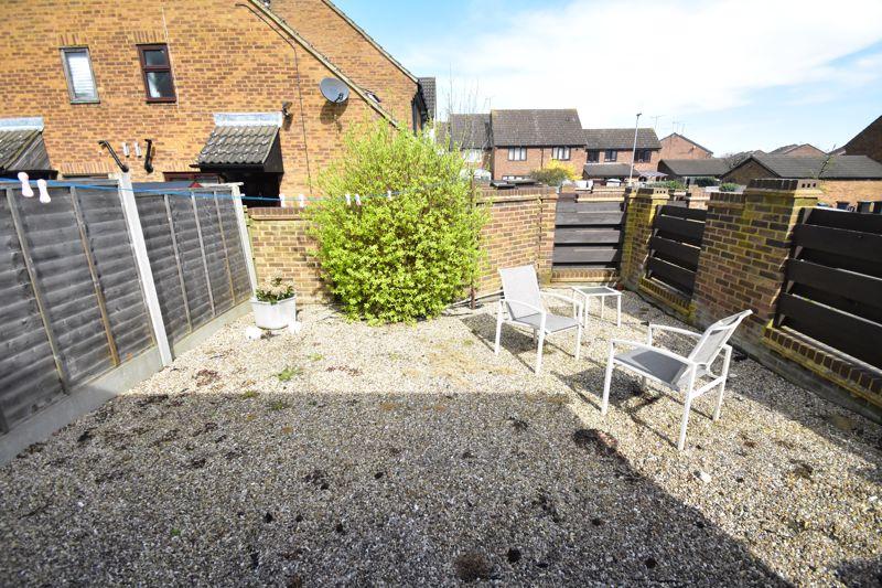 1 bedroom Mid Terrace to buy in Lucas Gardens, Luton - Photo 5