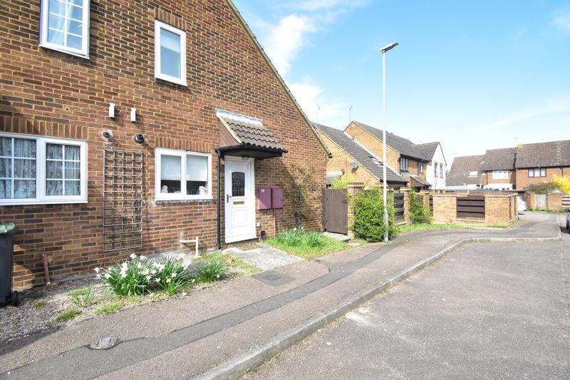 1 bedroom Mid Terrace to buy in Lucas Gardens, Luton - Photo 7