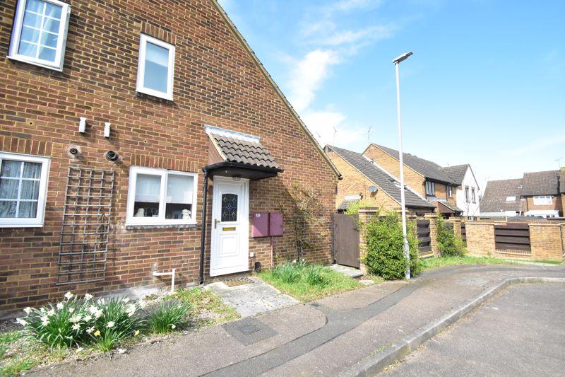 1 bedroom Mid Terrace to buy in Lucas Gardens, Luton