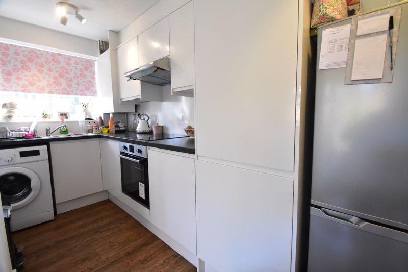 1 bedroom Mid Terrace to buy in Lucas Gardens, Luton - Photo 9
