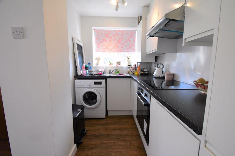 1 bedroom Mid Terrace to buy in Lucas Gardens, Luton - Photo 10