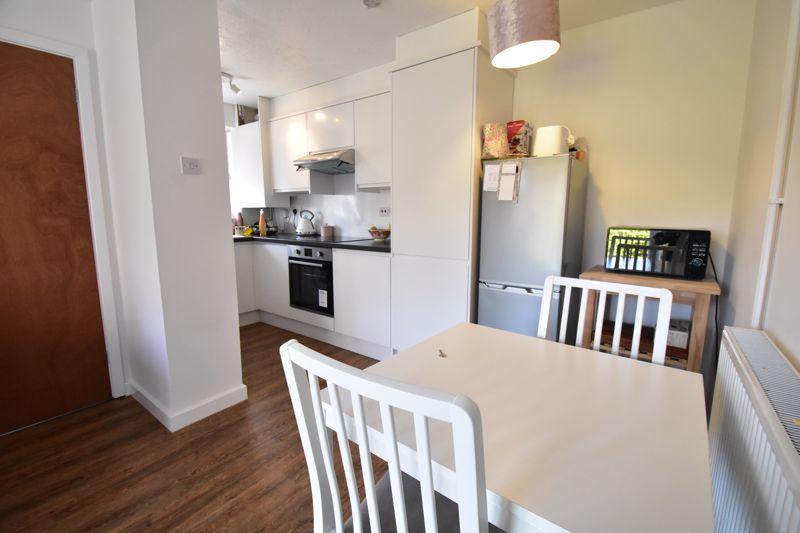 1 bedroom Mid Terrace to buy in Lucas Gardens, Luton - Photo 11