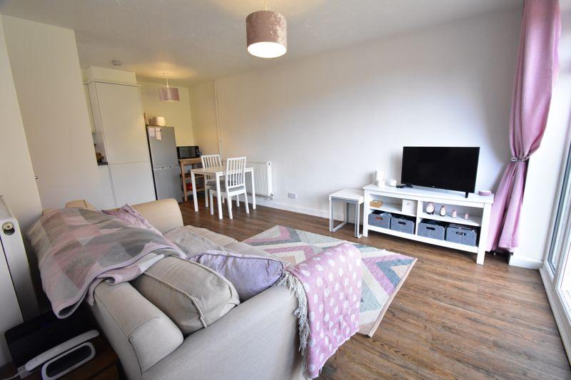 1 bedroom Mid Terrace to buy in Lucas Gardens, Luton - Photo 12