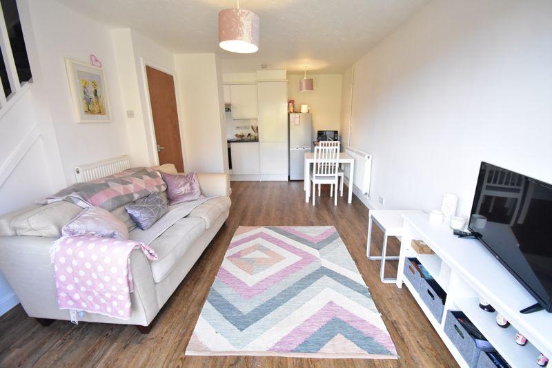 1 bedroom Mid Terrace to buy in Lucas Gardens, Luton - Photo 13