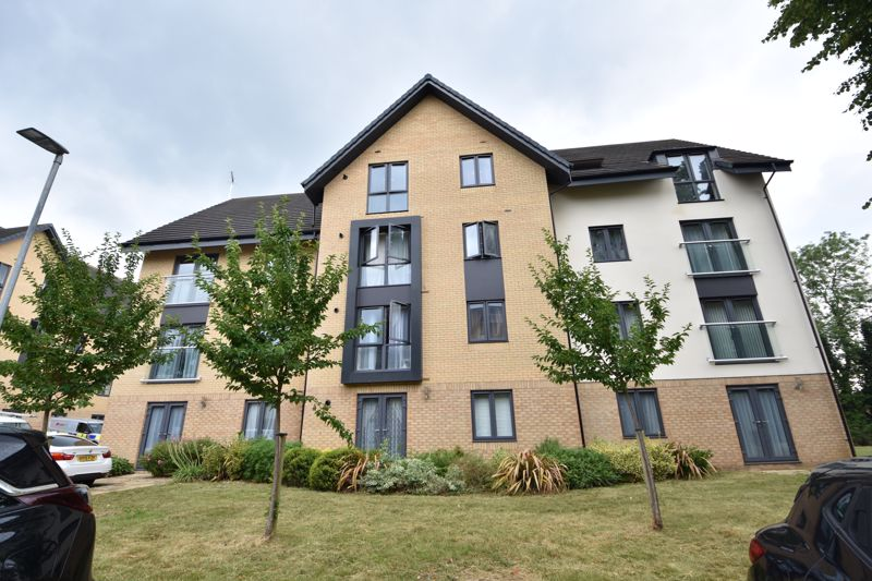 2 bedroom Flat to buy in Jonathan Henry Place, Luton - Photo 1