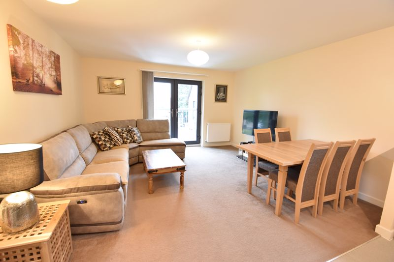 2 bedroom Flat to buy in Jonathan Henry Place, Luton - Photo 8