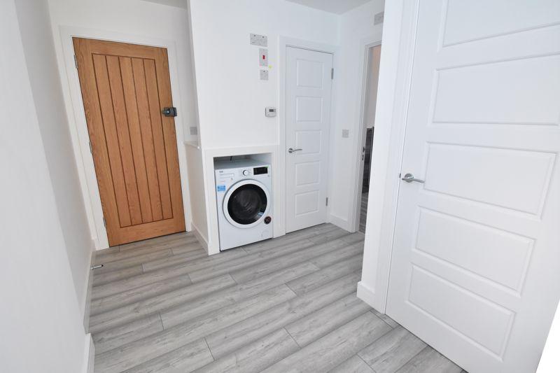 2 bedroom  to buy in Kingham Way, Luton - Photo 8