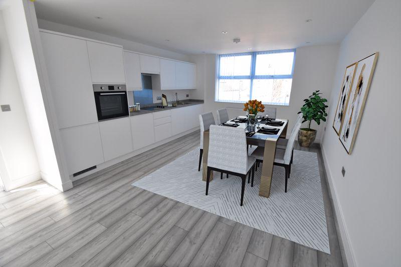 2 bedroom  to buy in Kingham Way, Luton - Photo 3