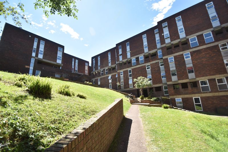 2 bedroom Flat to rent in Downs Road, Luton