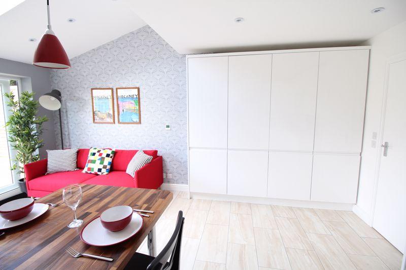 1 bedroom Apartment / Studio to rent in Chertsey Close, Luton - Photo 5