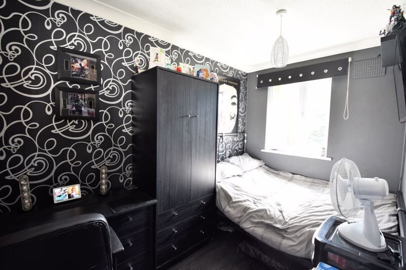 3 bedroom Semi-Detached  to buy in Hedley Rise, Luton - Photo 1