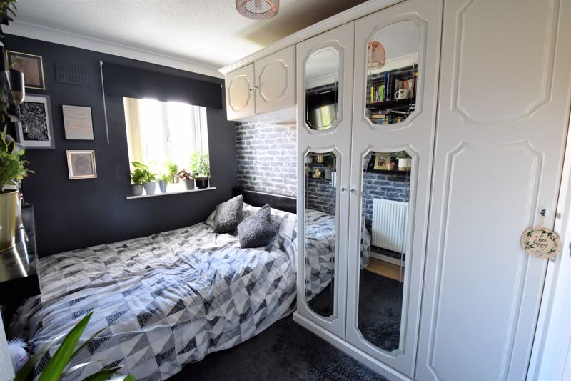 3 bedroom Semi-Detached  to buy in Hedley Rise, Luton - Photo 3