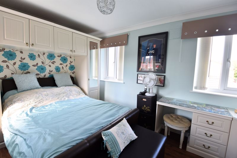 3 bedroom Semi-Detached  to buy in Hedley Rise, Luton - Photo 4