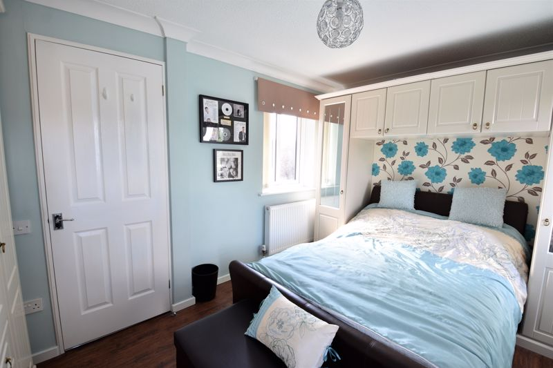 3 bedroom Semi-Detached  to buy in Hedley Rise, Luton - Photo 5