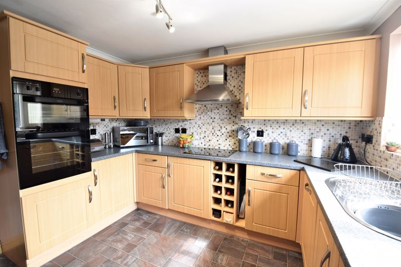 3 bedroom Semi-Detached  to buy in Hedley Rise, Luton - Photo 7