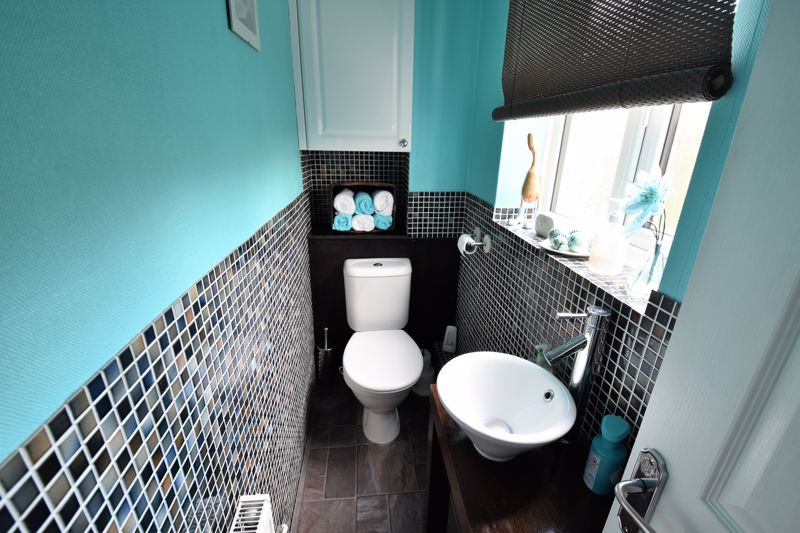 3 bedroom Semi-Detached  to buy in Hedley Rise, Luton - Photo 8