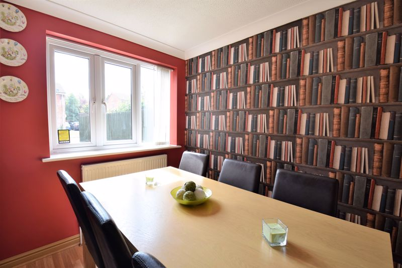 3 bedroom Semi-Detached  to buy in Hedley Rise, Luton - Photo 10
