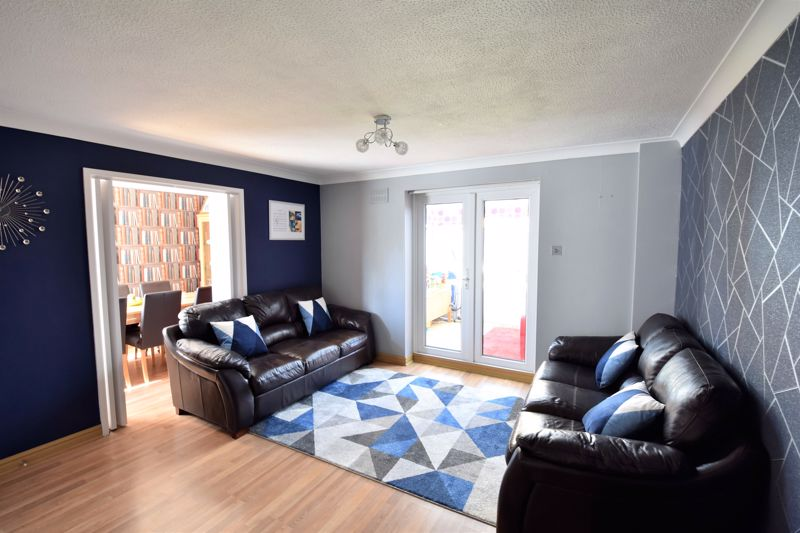 3 bedroom Semi-Detached  to buy in Hedley Rise, Luton - Photo 11
