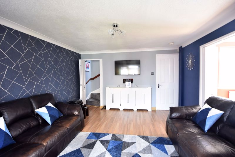 3 bedroom Semi-Detached  to buy in Hedley Rise, Luton - Photo 12