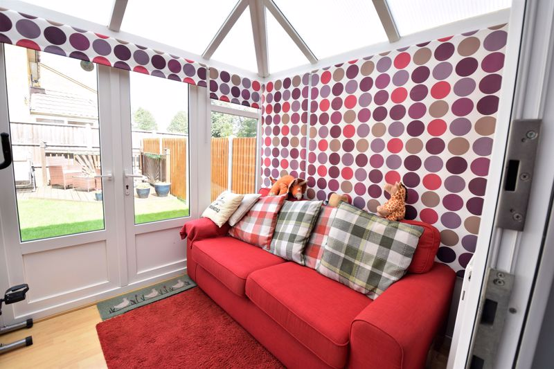 3 bedroom Semi-Detached  to buy in Hedley Rise, Luton - Photo 13